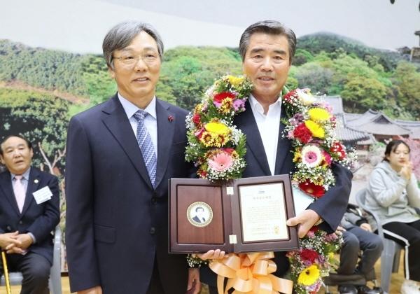 자랑스러운 충남 장애인복지 공로대상 수상한 김동일 보령시장
